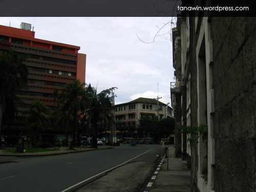 Plaza de España in Intramuros... is this the same place? (Photo taken on September 27, 2008)
